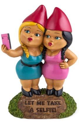 selfie sister funny garden gnomes