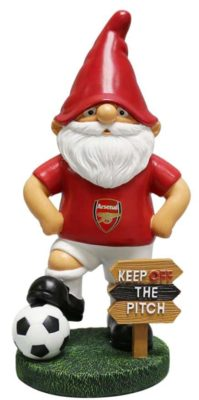 arsenal gnome with a sign keep of the pitch